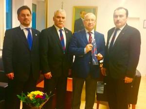 Soldan Sağa Ilyas EVEYİK, Mehmet KUZUCU, Konsolos Mustafa Kemal BASA, Ayhan GİDİCİ